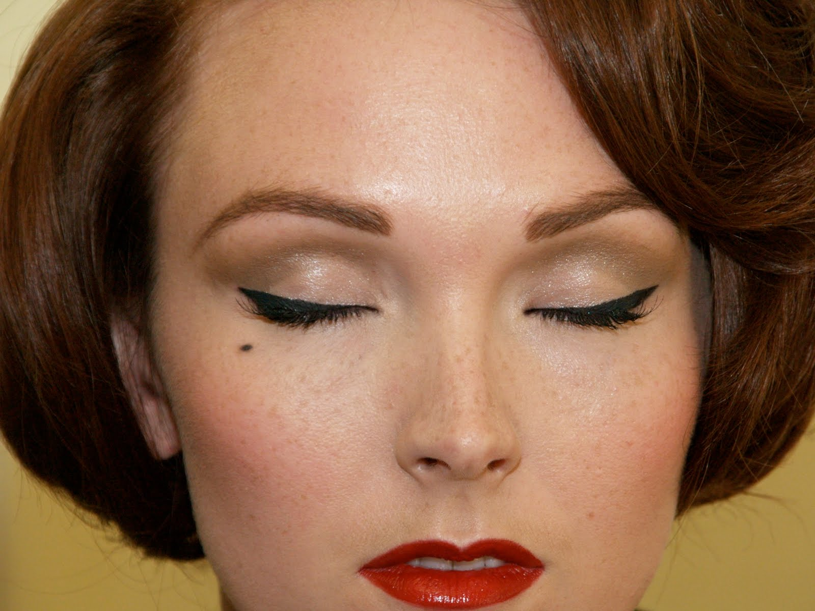 Vintage Beauté: Makeup Inspired by the 1950s