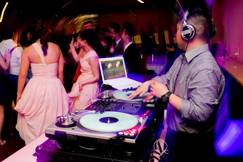 The Most Fun Wedding Reception Activity Ideas - Calyxta