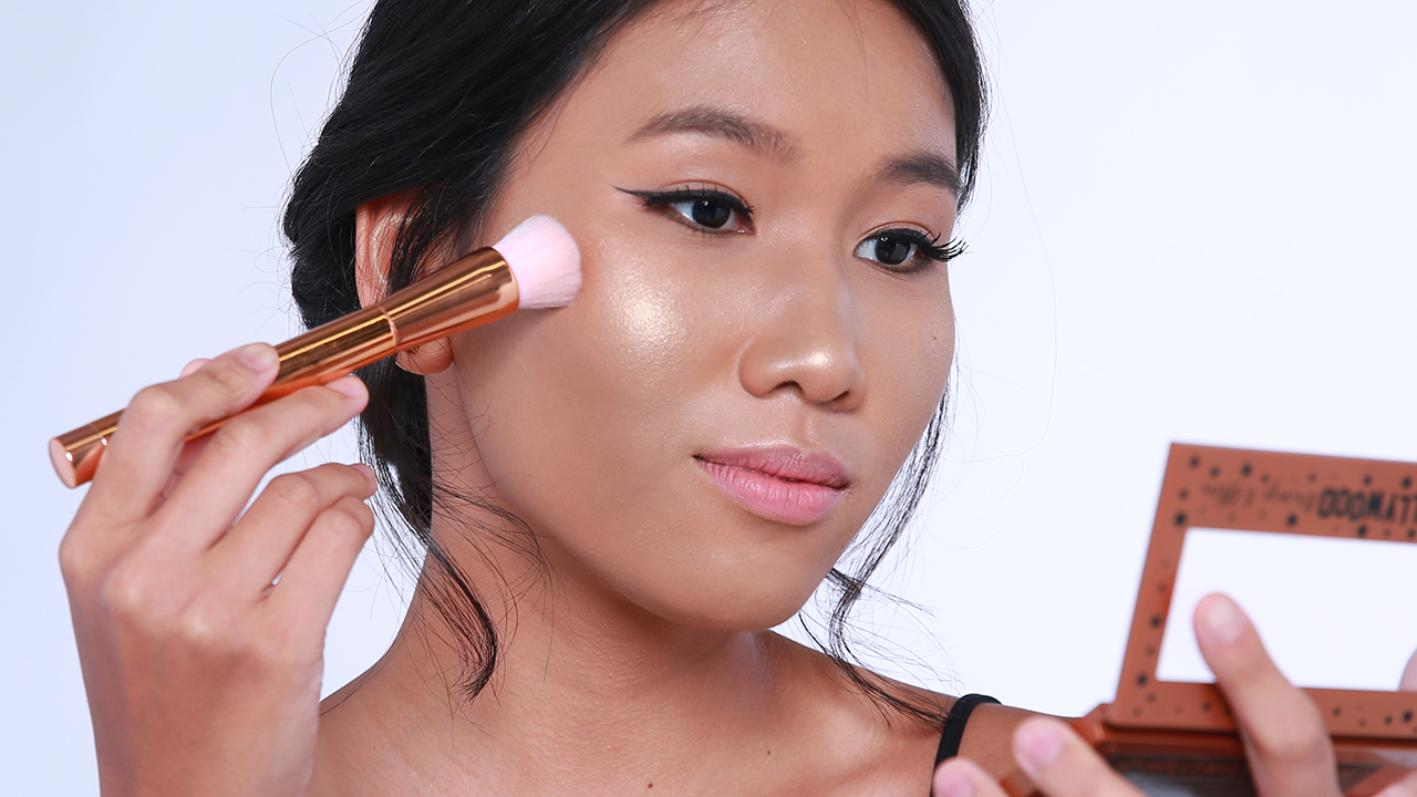 How Girls With Oily Skin Can Still Use Highlighter