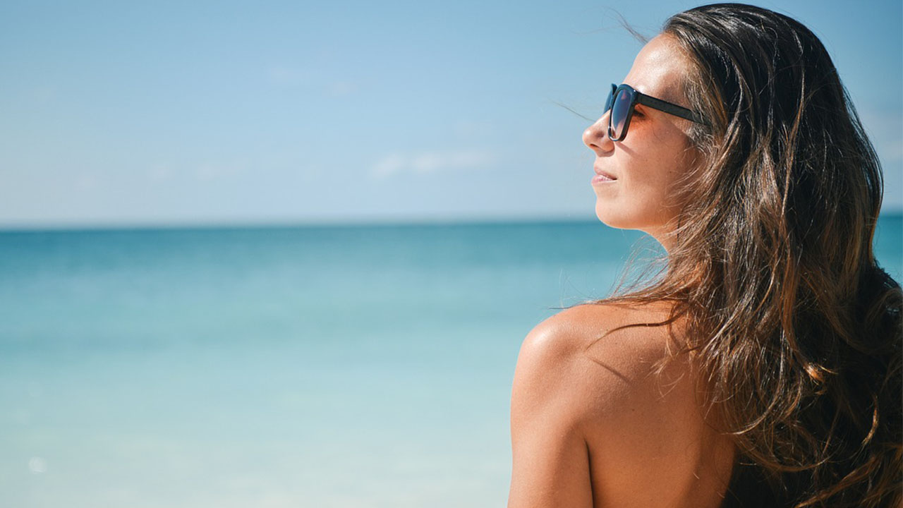 6 Beach Proof Makeup Products To Pack In Your Bag